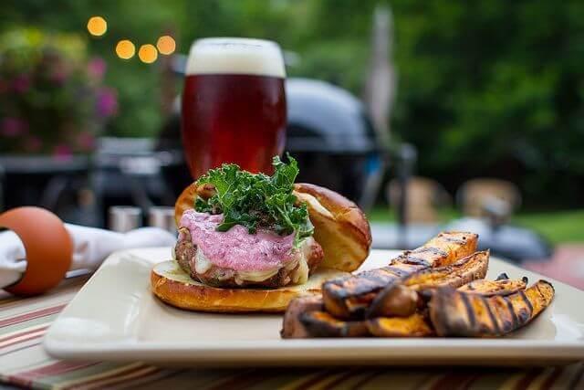 burger and beer matt damon